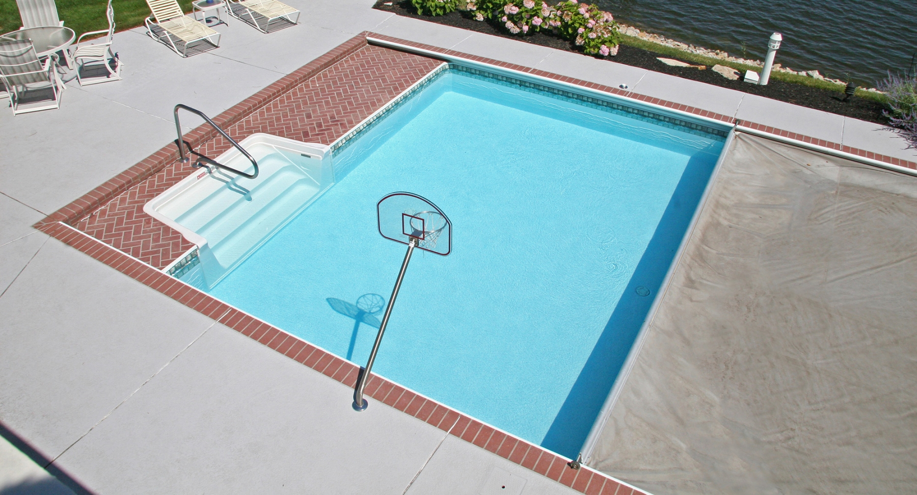 Automatic Pool Covers - What You Need to Know Before Buying