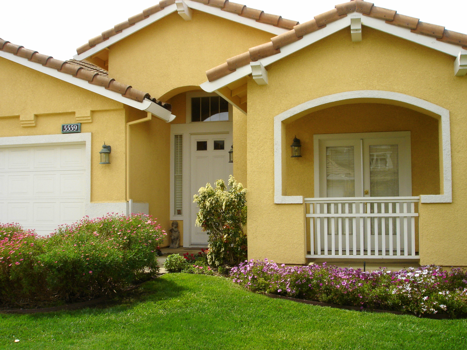 5 Things to Look For When Selecting A New House Paint ...